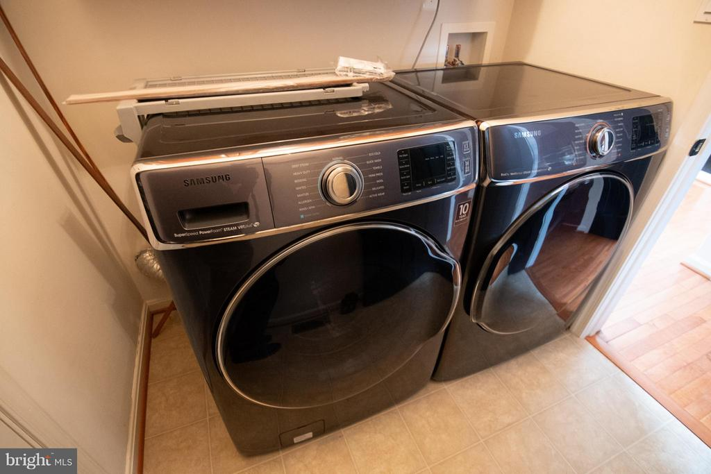 Laundry washer and dryer - 50 LANDMARK DR, STAFFORD