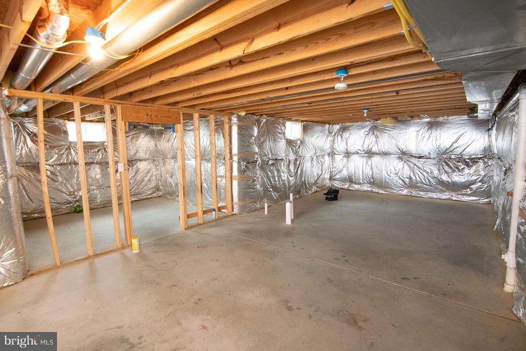 Full Basement with bump out space - 50 LANDMARK DR, STAFFORD