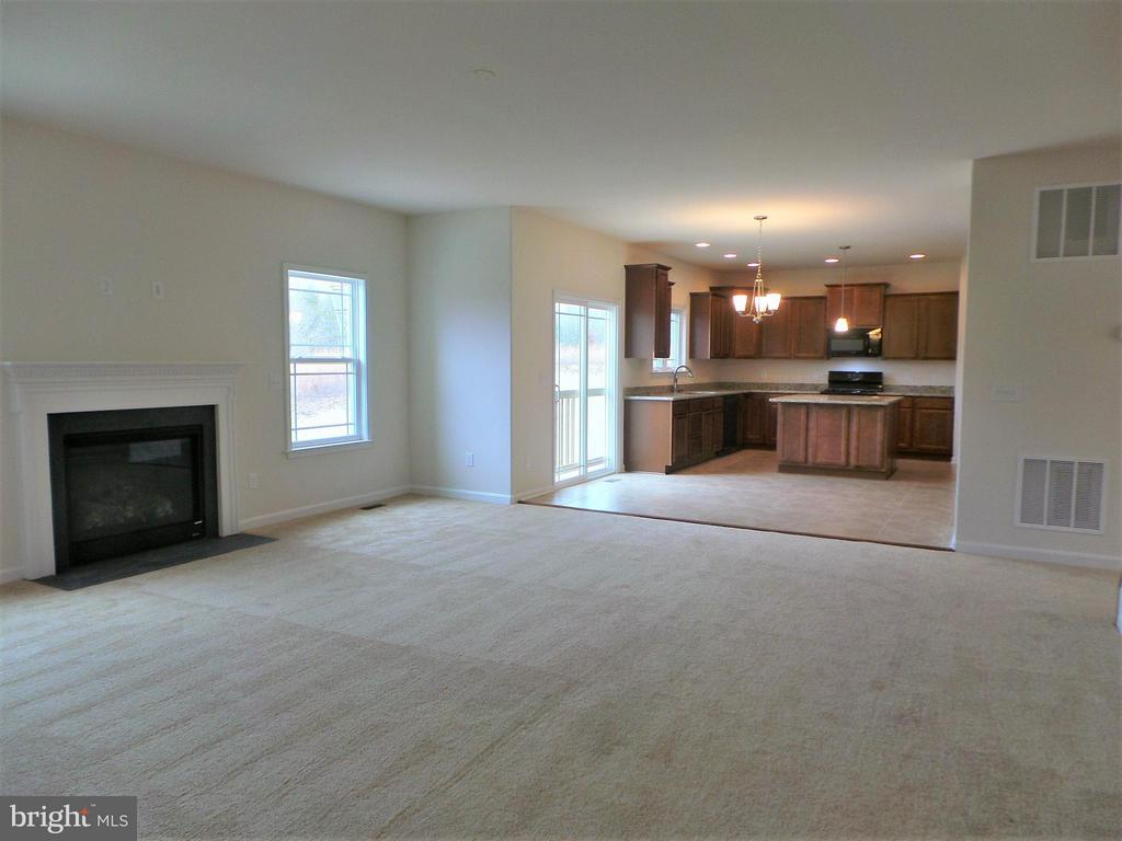 Family Room looking into Kitchen - 315 MOUNT HOPE CHURCH RD, STAFFORD