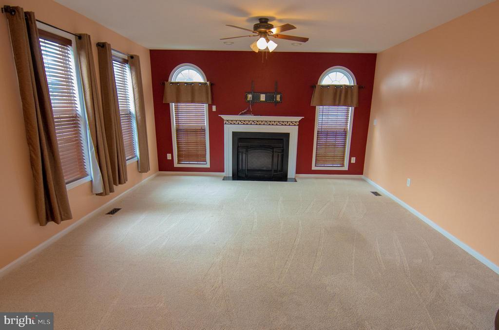 Living Room - 50 LANDMARK DR, STAFFORD