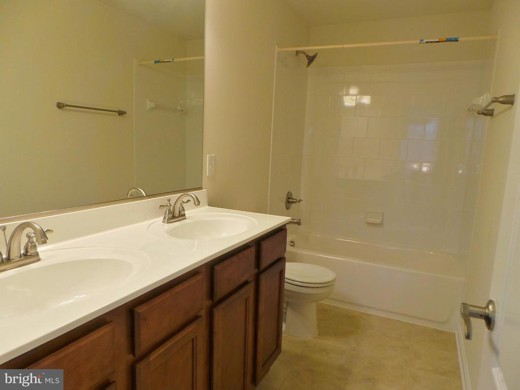 Upper Level Full Bath - 315 MOUNT HOPE CHURCH RD, STAFFORD