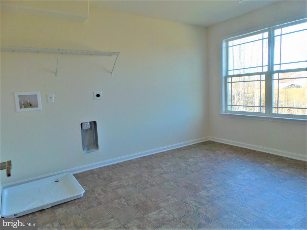 Extremely large laundry room on bedroom level - 231 MOUNT HOPE CHURCH RD, STAFFORD