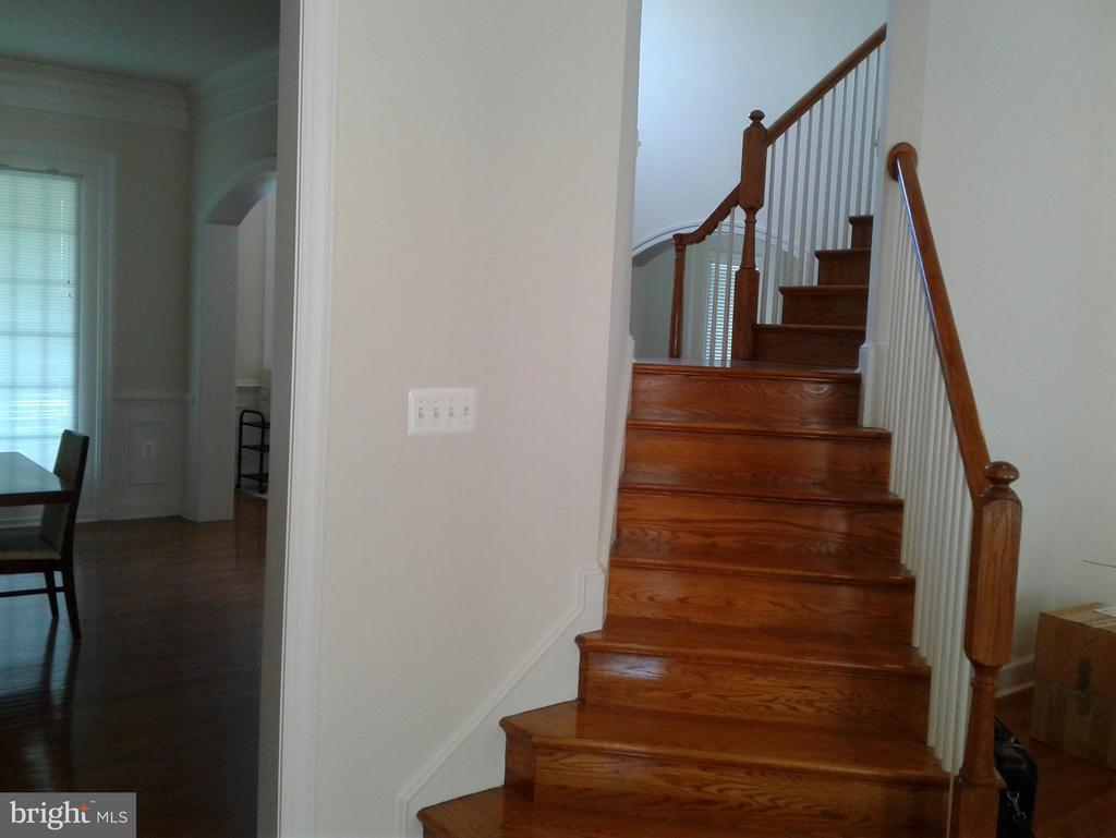 View Back Staircase off Kitchen/FamilyRoom - 18275 GLEN OAK WAY, LEESBURG