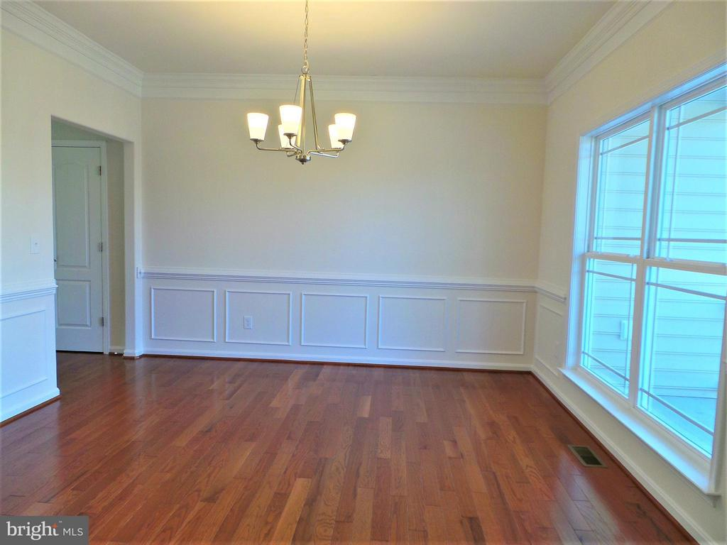 Beautiful crown molding, and wainscoting - 231 MOUNT HOPE CHURCH RD, STAFFORD