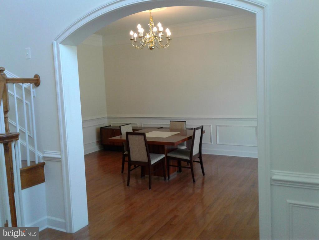 Dining Room/Crown Molding/Wainscoting/Medalliion - 18275 GLEN OAK WAY, LEESBURG