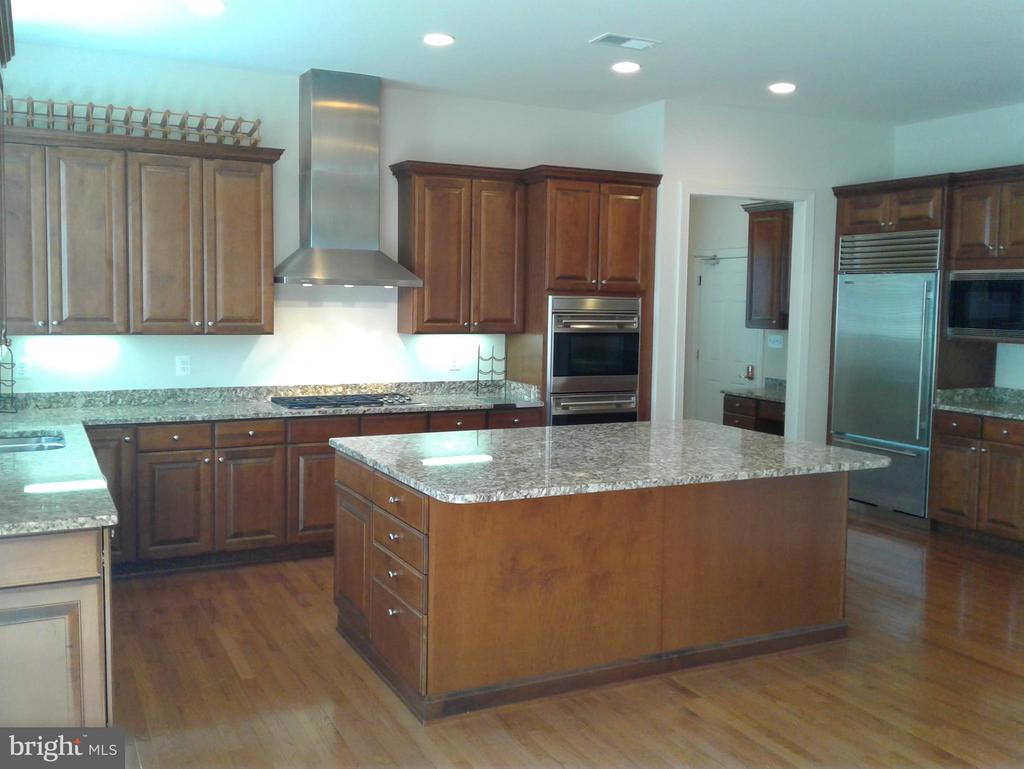 Kitchen~ Gorgeous Granite Island/with Storage - 18275 GLEN OAK WAY, LEESBURG