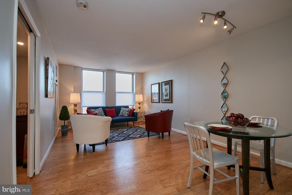 Spacious living/dining room combination - 900 N TAYLOR ST #2009, ARLINGTON