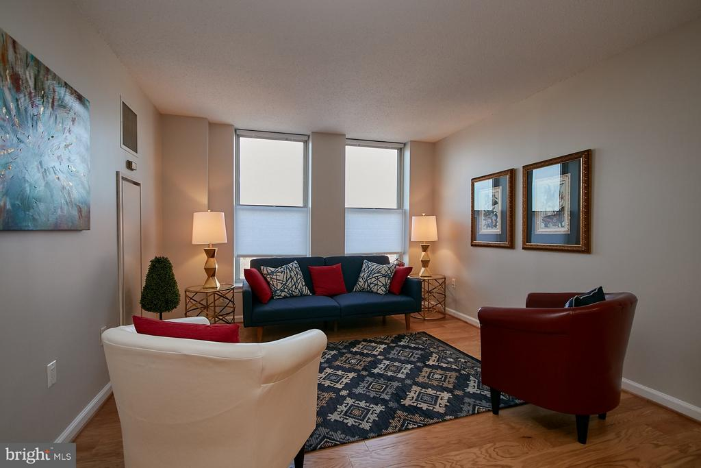 Living room w/exceptional northern views - 900 N TAYLOR ST #2009, ARLINGTON
