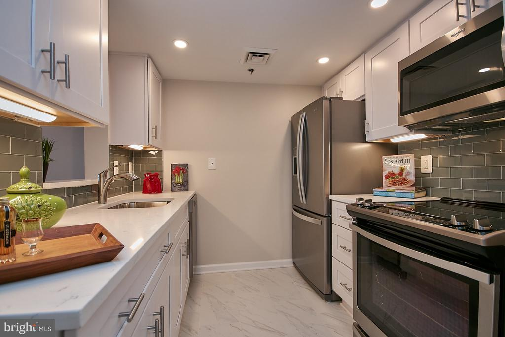 Brand new kitchen w/granite counters - 900 N TAYLOR ST #2009, ARLINGTON