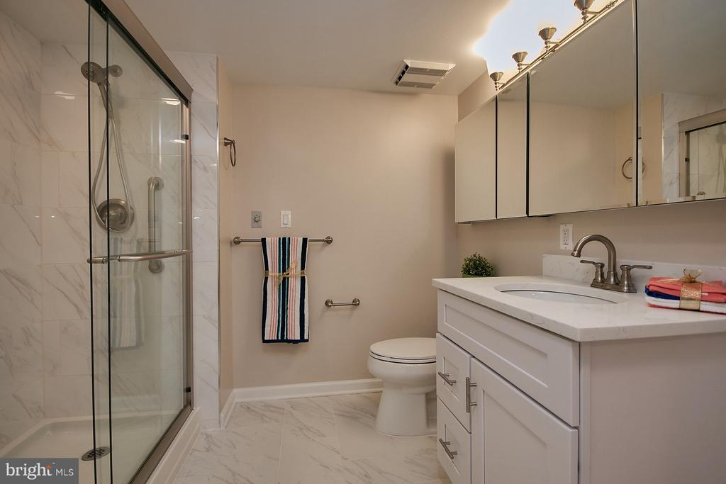 Fully remodeled bathroom - 900 N TAYLOR ST #2009, ARLINGTON