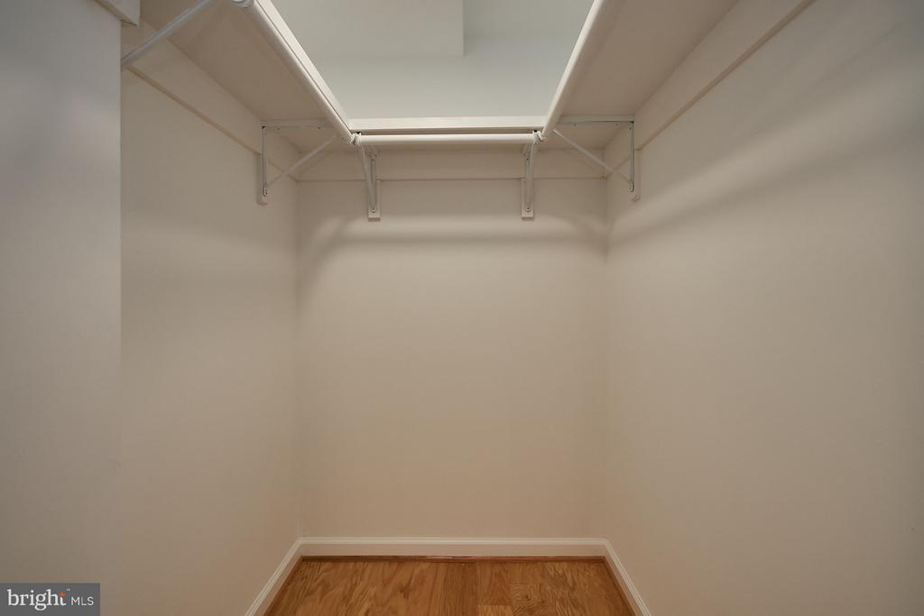 Custom master bedroom walk-in closet - 900 N TAYLOR ST #2009, ARLINGTON