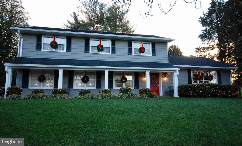 Decorated for the holidays!  Just lovely! - 1708 JUMPER CT, VIENNA