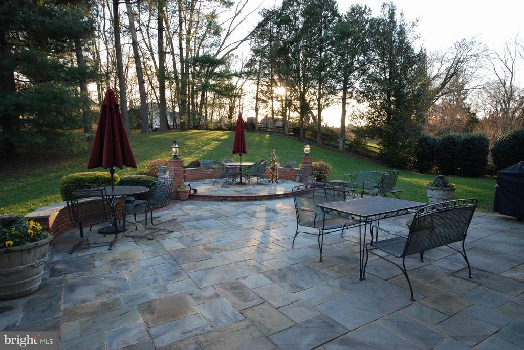 Even in the winter your patio is inviting! - 1708 JUMPER CT, VIENNA