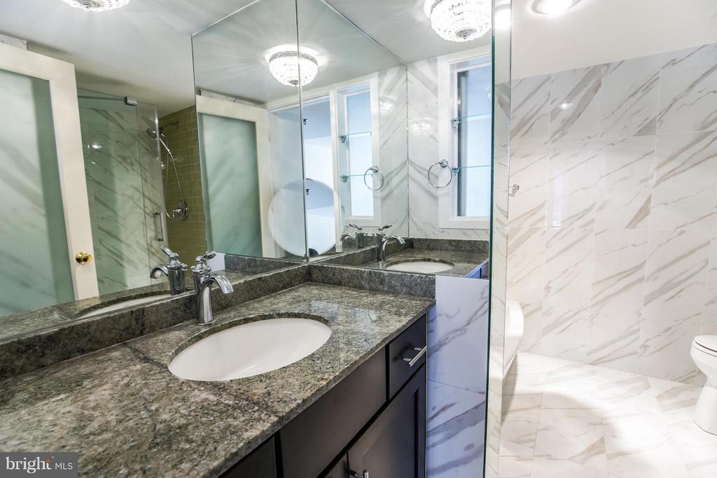 Master Bathroom - Standing Shower & Soaking Tub - 1230 23RD ST NW #503, WASHINGTON