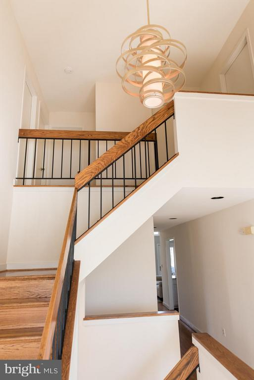 Flowing three story entrance foyer - 9109 WHITE CHIMNEY LN, GREAT FALLS