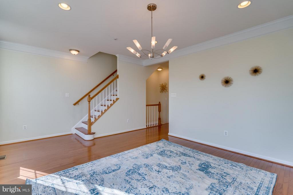 Honey hue hardwood floors - 3530 CONNOR PL, FREDERICK