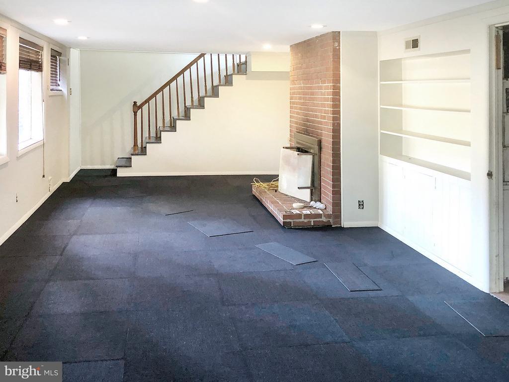 Walk-Out Basement, New Carpet - 7202 CATLETT ST, SPRINGFIELD
