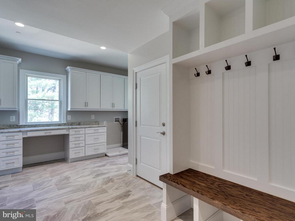 Expanded Mudroom - 11701 VALLEY RD, FAIRFAX