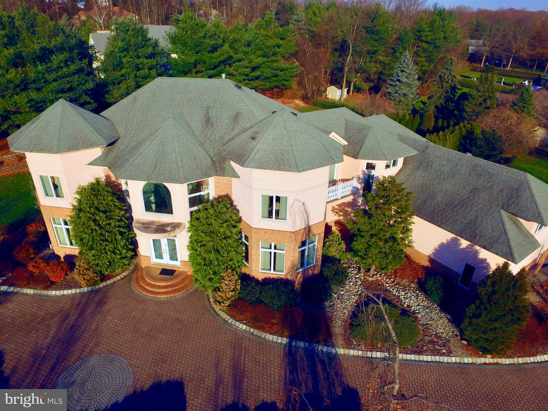 Maison unifamiliale pour l Vente à 2 COLTS Drive Holmdel, New Jersey 07733 États-UnisDans/Autour: Holmdel