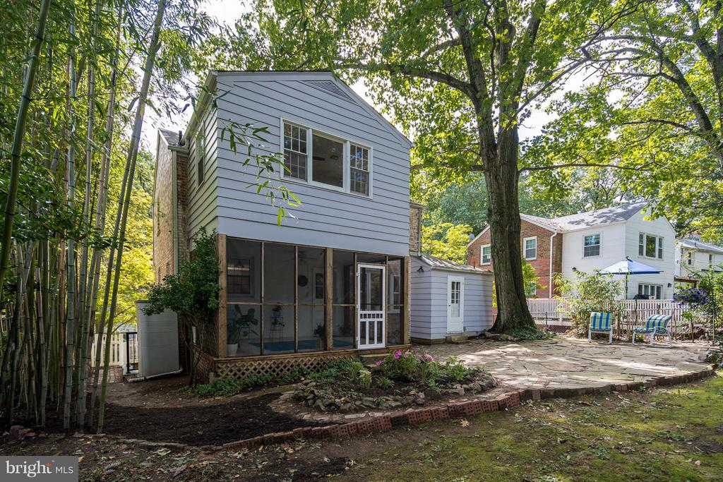 Large private backyard - 233 WHITMOOR TER, SILVER SPRING