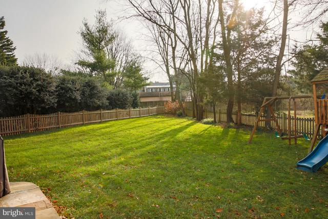 Large Play Area with Play Set - 109 LAKE VIEW WAY NW, LEESBURG