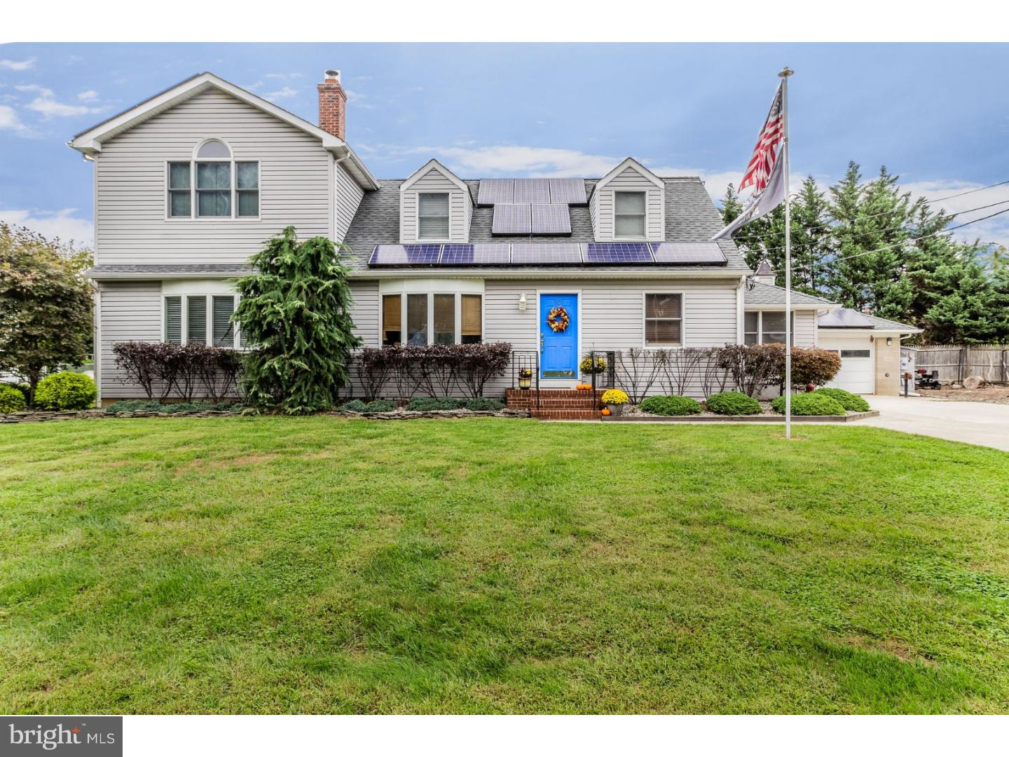 Single Family Home for Sale at 10 LINDEN Road Bordentown, New Jersey 08505 United StatesMunicipality: Bordentown