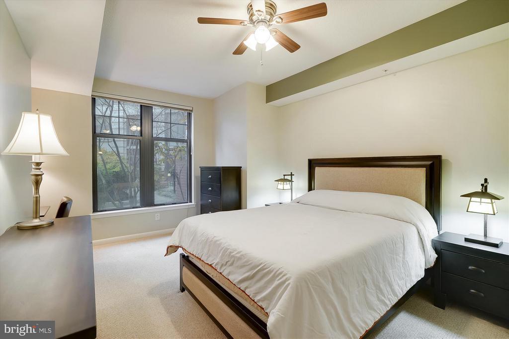 Bedroom - 1021 N GARFIELD ST #B28, ARLINGTON