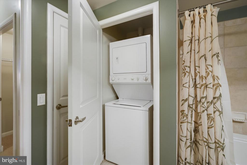 Full Washer/Dryer - 1021 N GARFIELD ST #B28, ARLINGTON