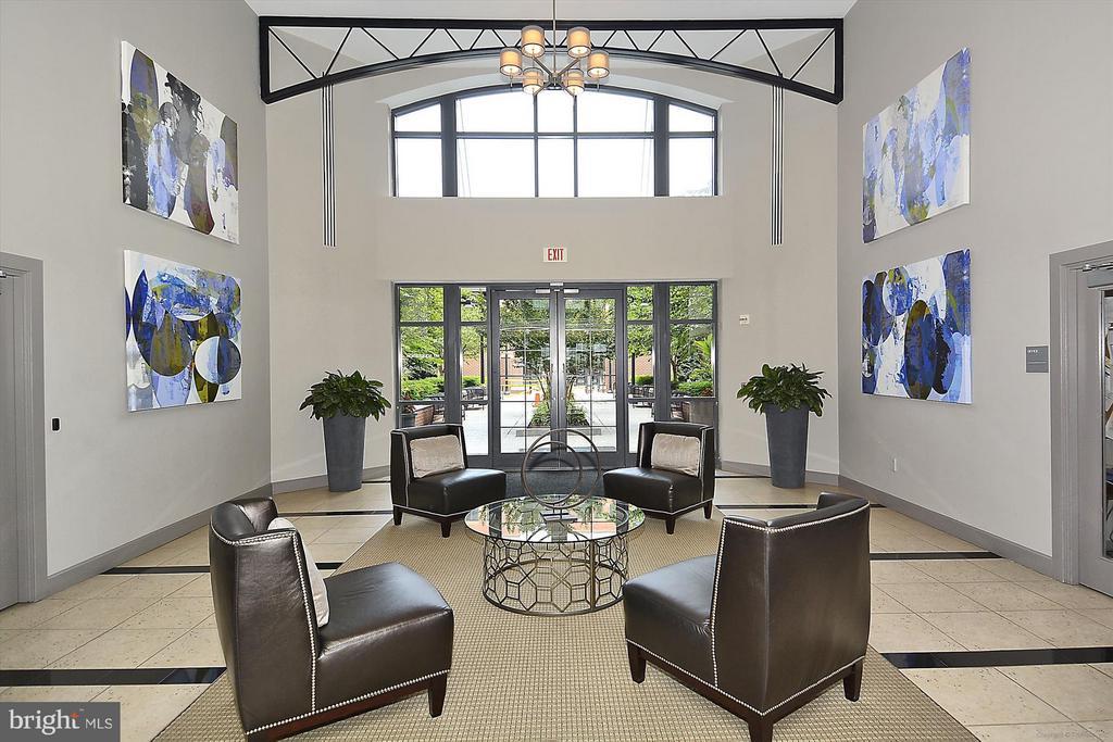Main Lobby sitting area - 1021 N GARFIELD ST #B28, ARLINGTON