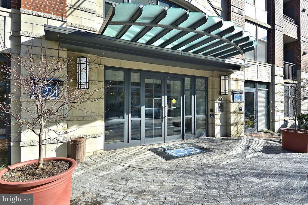 Security Entrances - 1021 N GARFIELD ST #B28, ARLINGTON