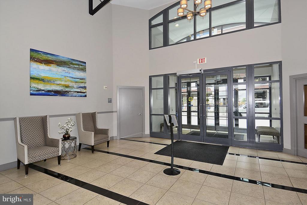 Main Entrance lobby - 1021 N GARFIELD ST #B28, ARLINGTON