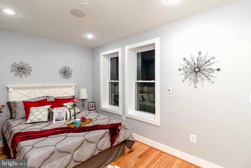 Bright and Fresh Master Bedroom 2 - 225 BRYANT ST NE, WASHINGTON