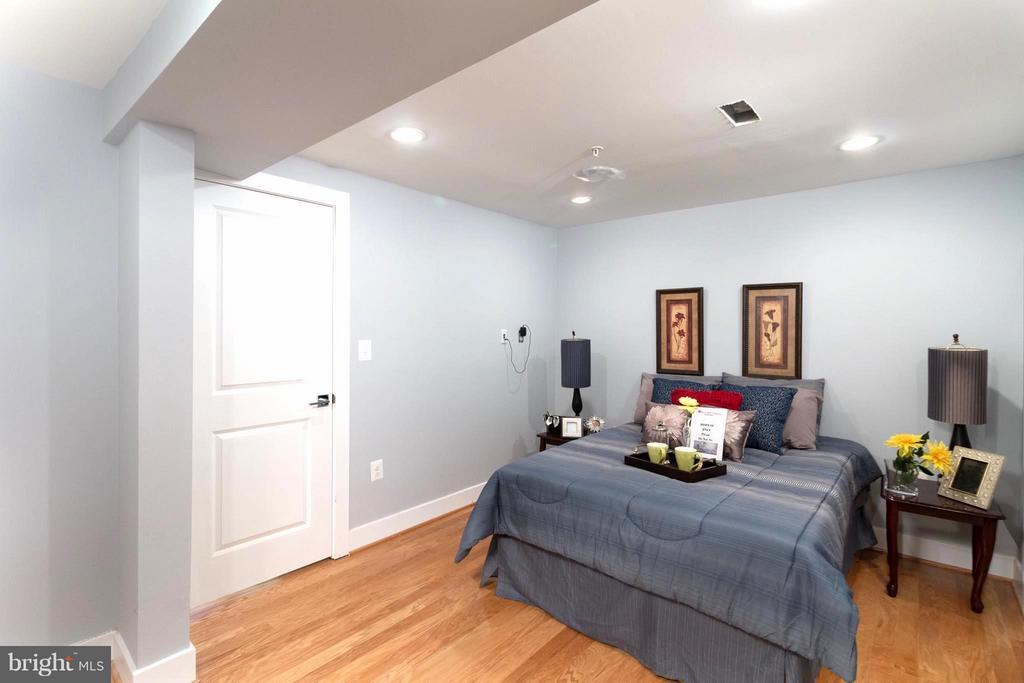 Roomy Basement Bedroom - 225 BRYANT ST NE, WASHINGTON