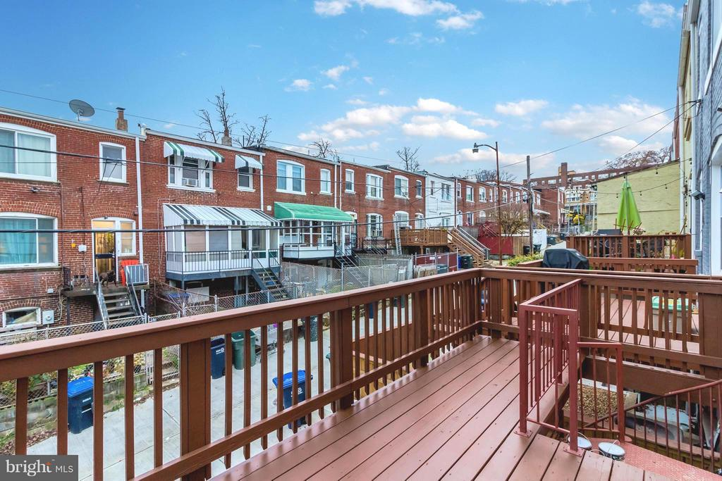 Outdoor Pleasure on Deck - 225 BRYANT ST NE, WASHINGTON