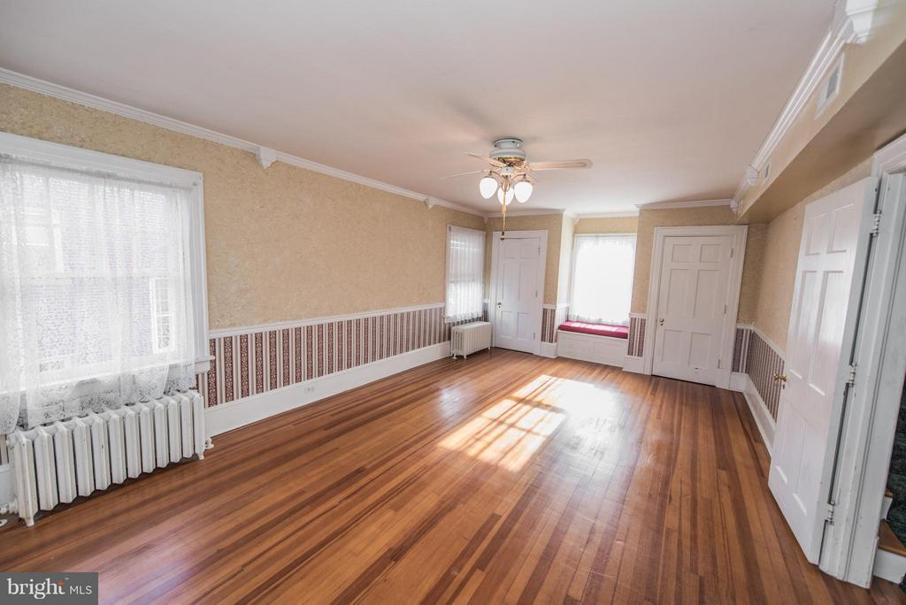 Master Bedroom With 2 Closets, Hardwood Floors - 909 W KING ST, MARTINSBURG