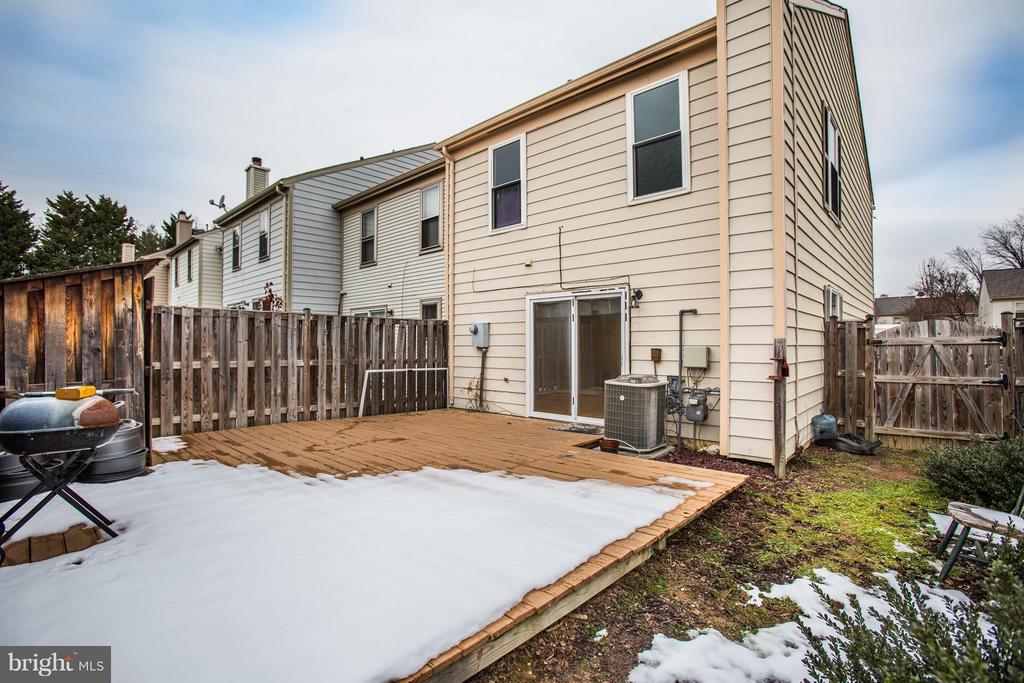 Extended end unit back yard - 10600 GRETA LYNN CT, FREDERICKSBURG