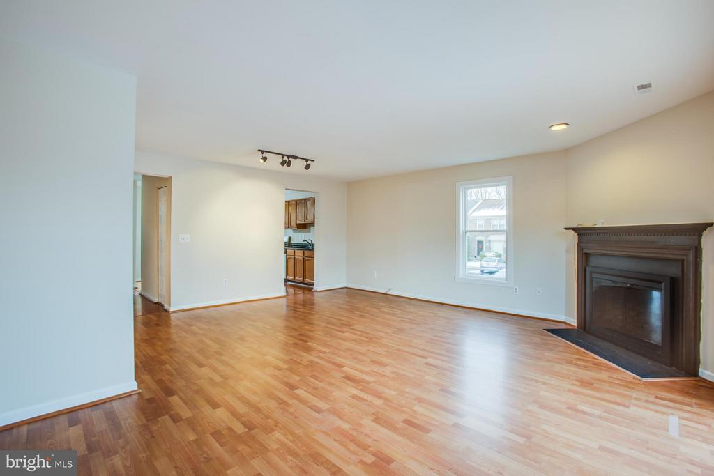Huge Living and dining area - 10600 GRETA LYNN CT, FREDERICKSBURG