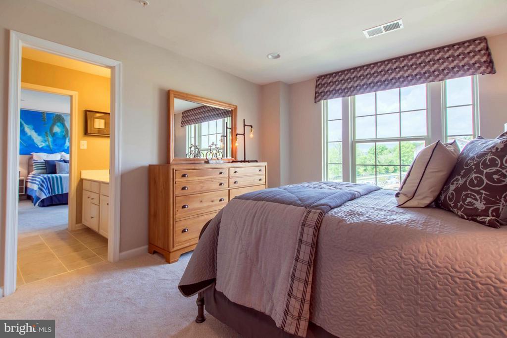 Upstairs bedroom - 215 BELLGATE CT, WALKERSVILLE