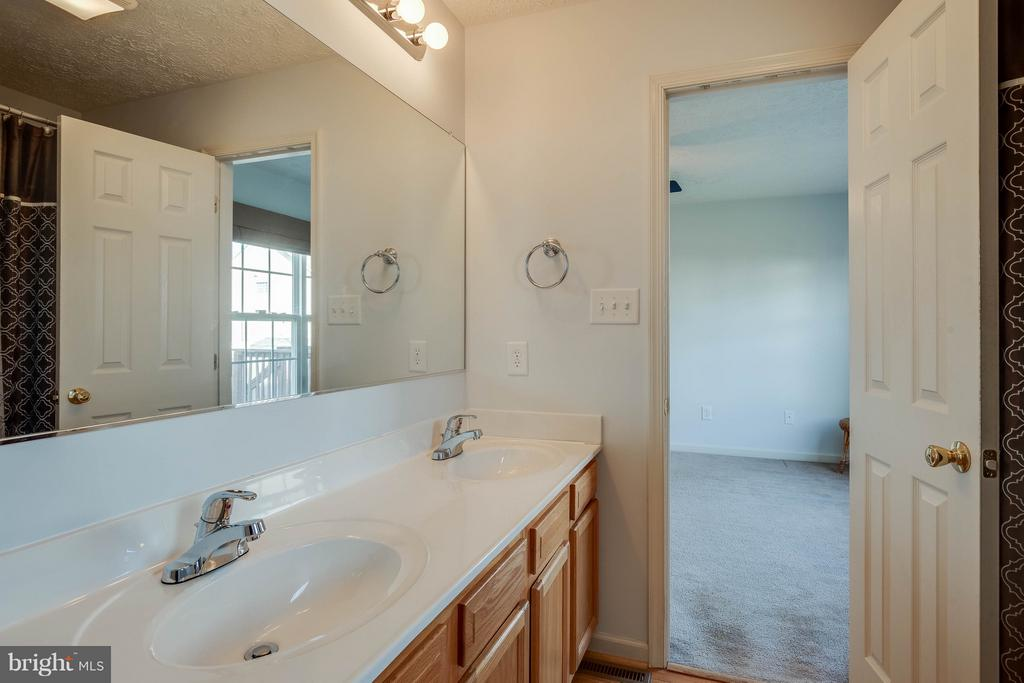 Master bathroom - double vanities - 100 TATHER DR, MARTINSBURG