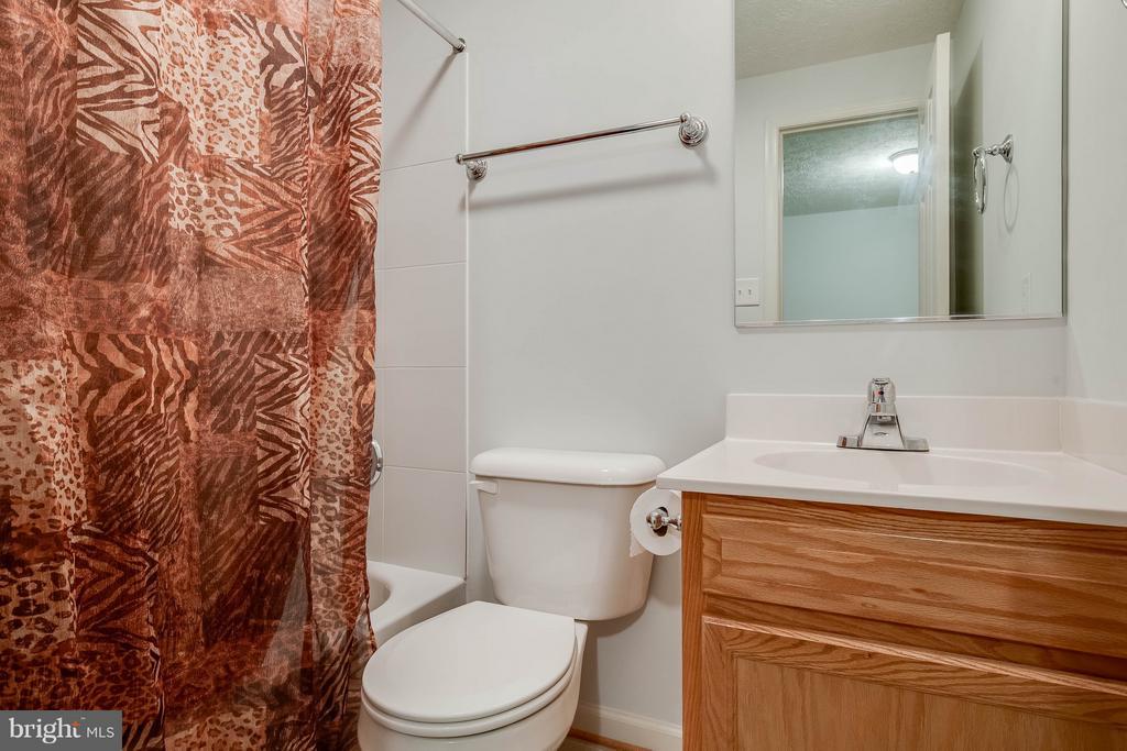 Full basement bathroom - 100 TATHER DR, MARTINSBURG