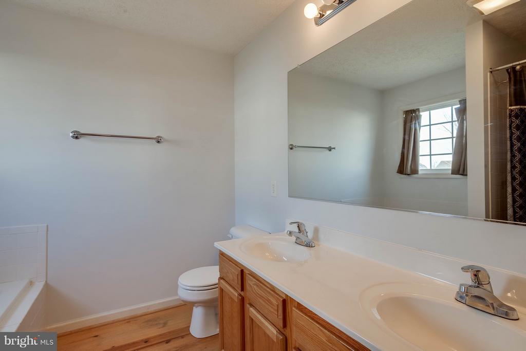 Main level master bathroom - 100 TATHER DR, MARTINSBURG