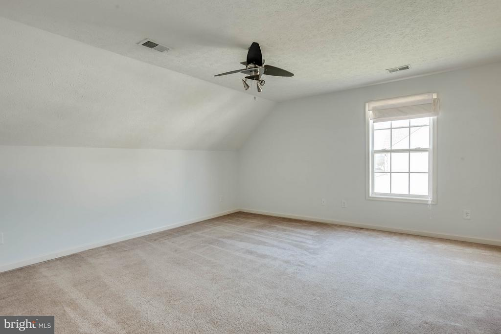 Spacious bedroom one - upper level - 100 TATHER DR, MARTINSBURG