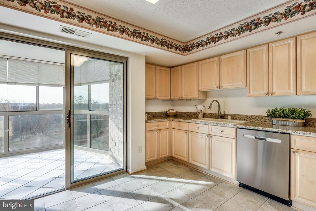 Kitchen walks out onto sunroom - 19385 CYPRESS RIDGE TER #801, LEESBURG