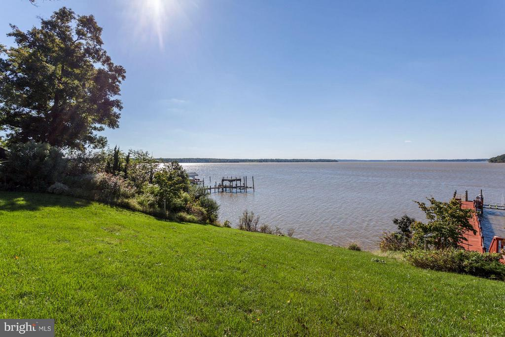 Rear Lawns and Water Views - 4601 NEPTUNE DR, ALEXANDRIA