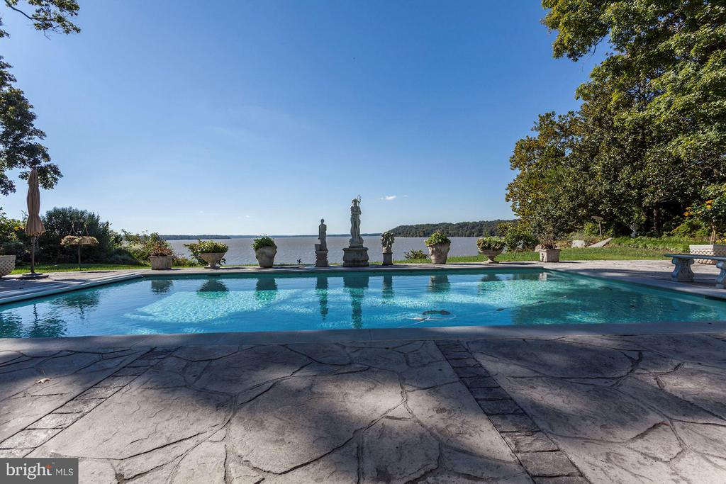 Pool and River views beyond - 4601 NEPTUNE DR, ALEXANDRIA