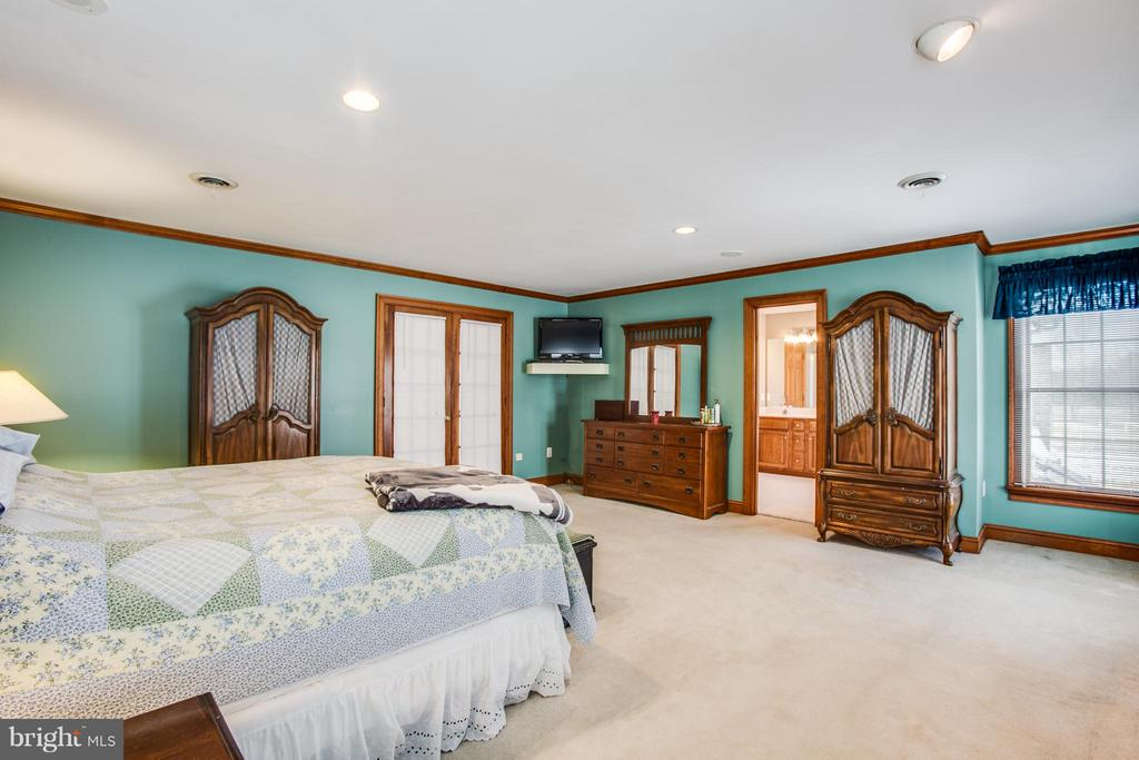 Balcony/ terrace off Master suite overlooking farm - 7411 SNOW HILL DR, SPOTSYLVANIA