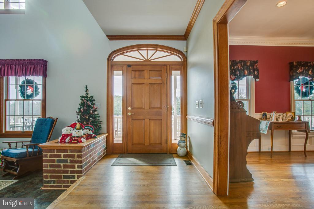 Foyer entry wa y with hardwood floors - 7411 SNOW HILL DR, SPOTSYLVANIA
