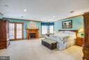 Huge master suite with wood burning fireplace - 7411 SNOW HILL DR, SPOTSYLVANIA