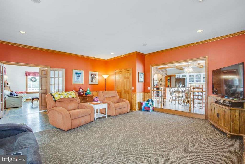 Huge family room- great open floor plan throughout - 7411 SNOW HILL DR, SPOTSYLVANIA