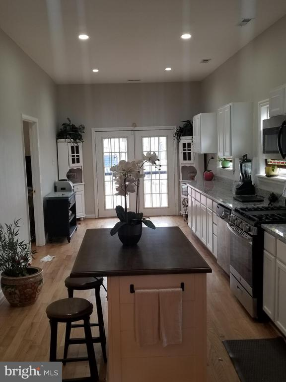 Wow! What an amazing view of the kitchen - 3611 MARTIN LUTHER KING JR AVE SE, WASHINGTON